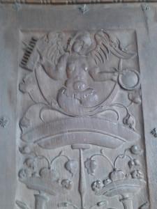 8 - La Fée Mélusine ou Merlusine, sur les porte de la Chapelle de Notre-Dame de Beauvoir à Moustier Sainte Marie dans le Parc du Verdon.